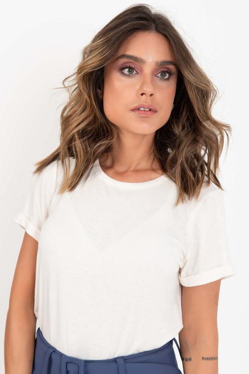 T-Shirt Nicole Feminina De Manga Curta Em Malha Premium