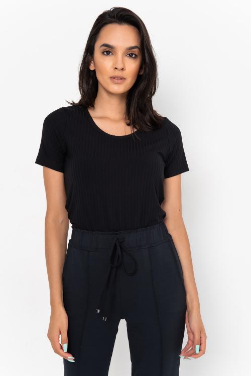 Blusa Beatriz Estilo T-Shirt Em Malha Canelada Com Decote V E Mangas Curtas