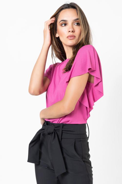 Blusa Larissa Estilo T-Shirt Com Decote Redondo E Babados Nas Mangas