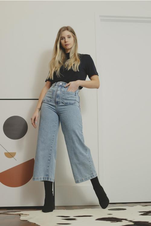 Pantacourt Jeans Feminina Com Bolsos Frontais